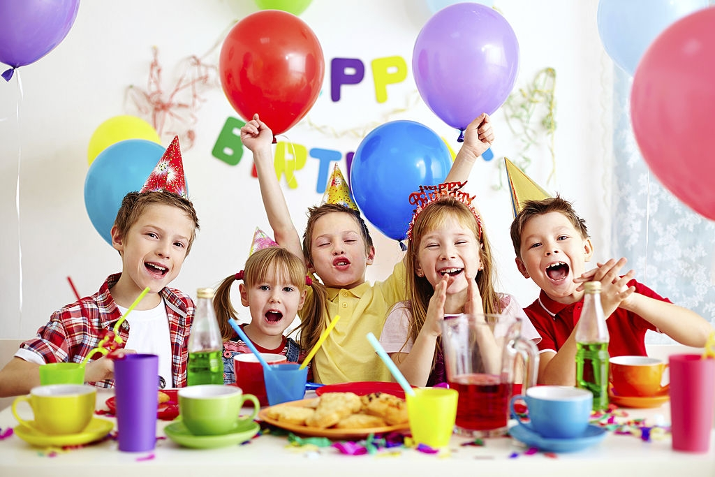 Group pictures on kids birthday party